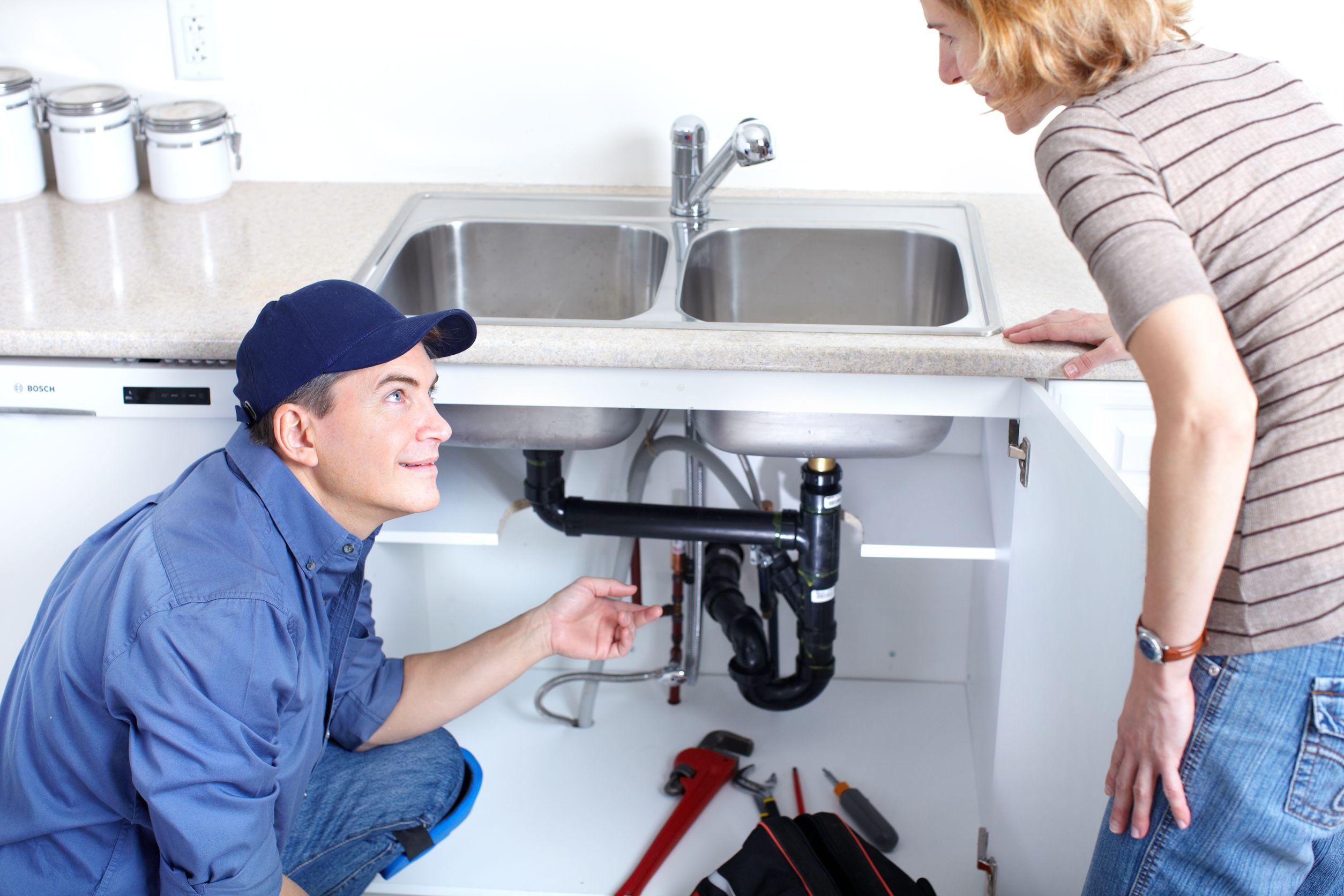 plumber-talking-to-customer